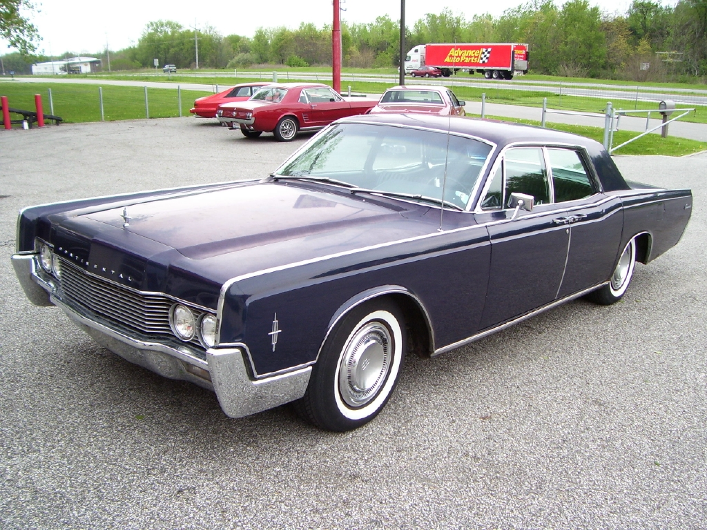 68 Lincoln Continental 460 http://www.totse2.com/showthread.php?683-What-is-your-dream-car/page2